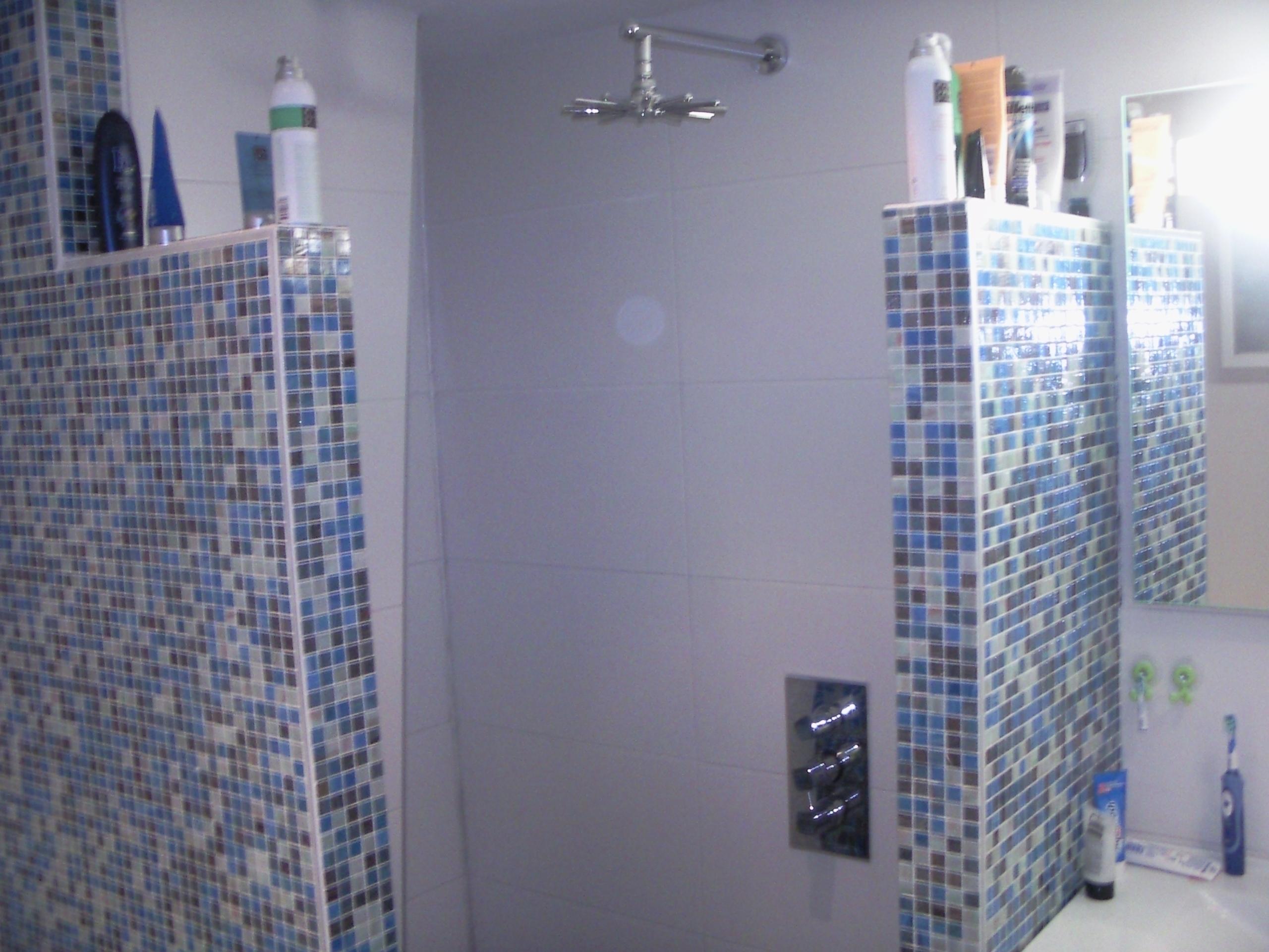 Inloopdouche Met Wastafel : Moderne badkamer met inloopdouche en wastafel op maat obly